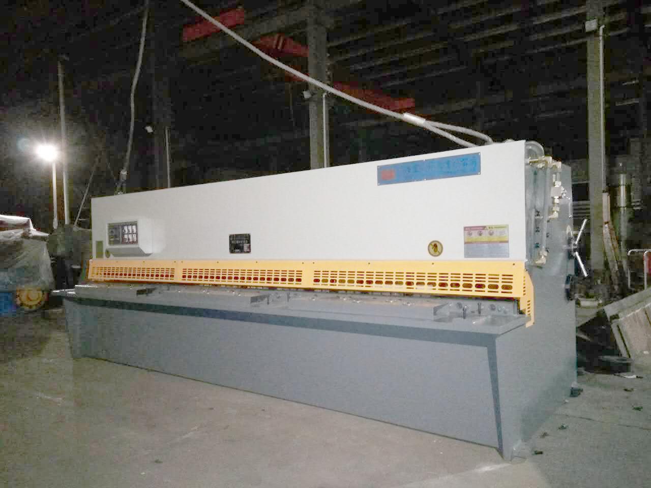 QC12Y-4×4000液压摆式剪板机